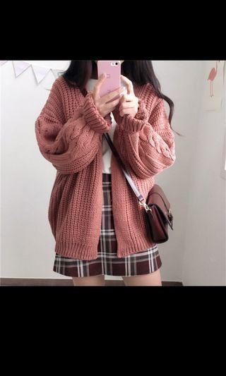 粉色毛衣外套