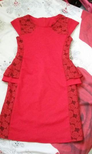 Dress merah size M,L kondisi masih bgus,defek dikit tapi gak ketara