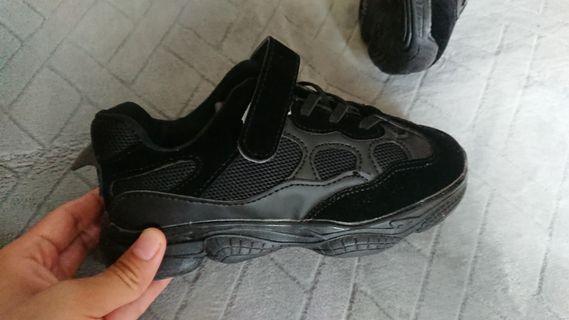 男童運動鞋(全新)