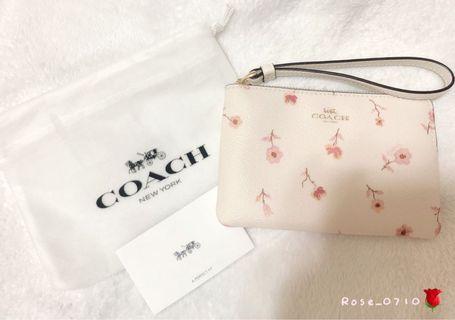 COACH白色花朵圖樣PVC手拿包👝