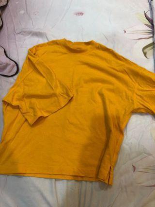 UNIQLO 黃橘色落肩上衣