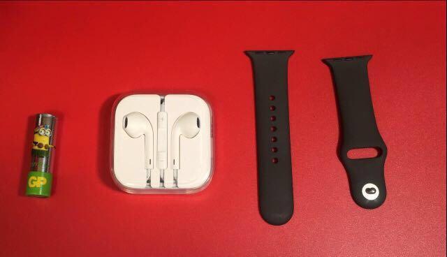 (  ^ . ^  )   特價區 !!  圖 1  $ 79  三個  iphone ipad 原裝插頭 吾算新淨、圖 5  $ 79  Apple Watch Series 2 38mm 原裝錶帶 iphone 耳筒全新 盒吾算新淨  搜尋揾  A188