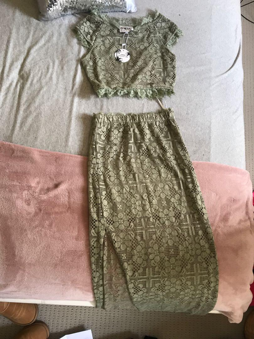 Brand new two piece set with tags (size sml) will fit 6-8