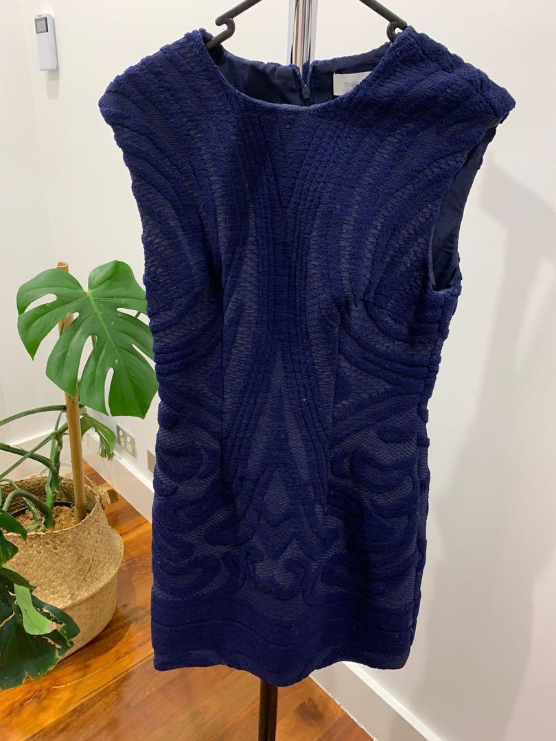 Finders keepers blue warm pattern dress Aline shape dressy work wear work attire shape fitting size 8