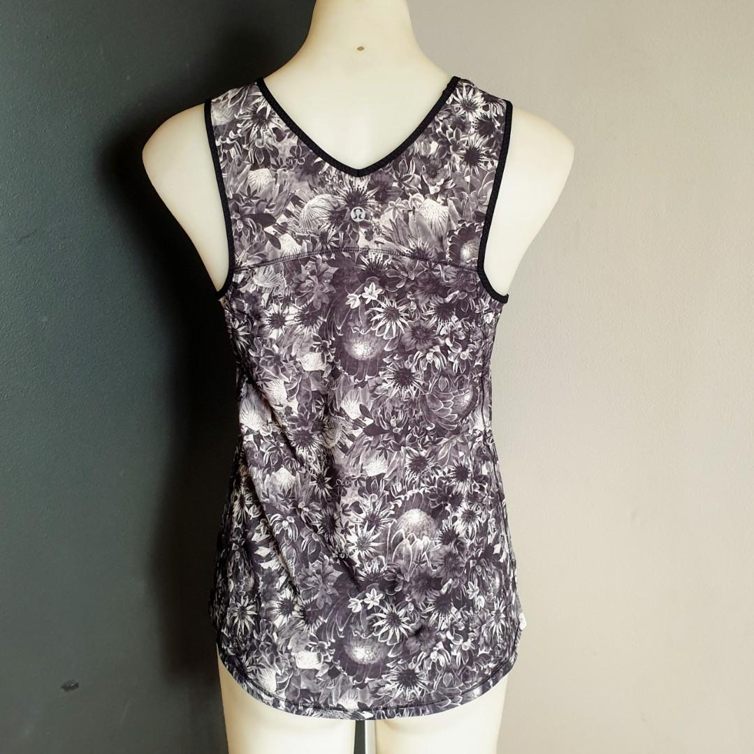 Women's size 8 'LULULEMON' Stunning black and white floral print top - AS NEW