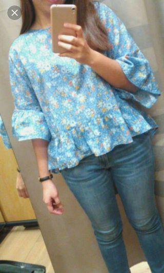 UNIQLO floral top