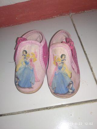 Sepatu anak Disney ori