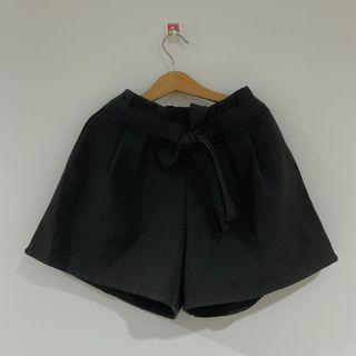 純黑鬆緊短褲