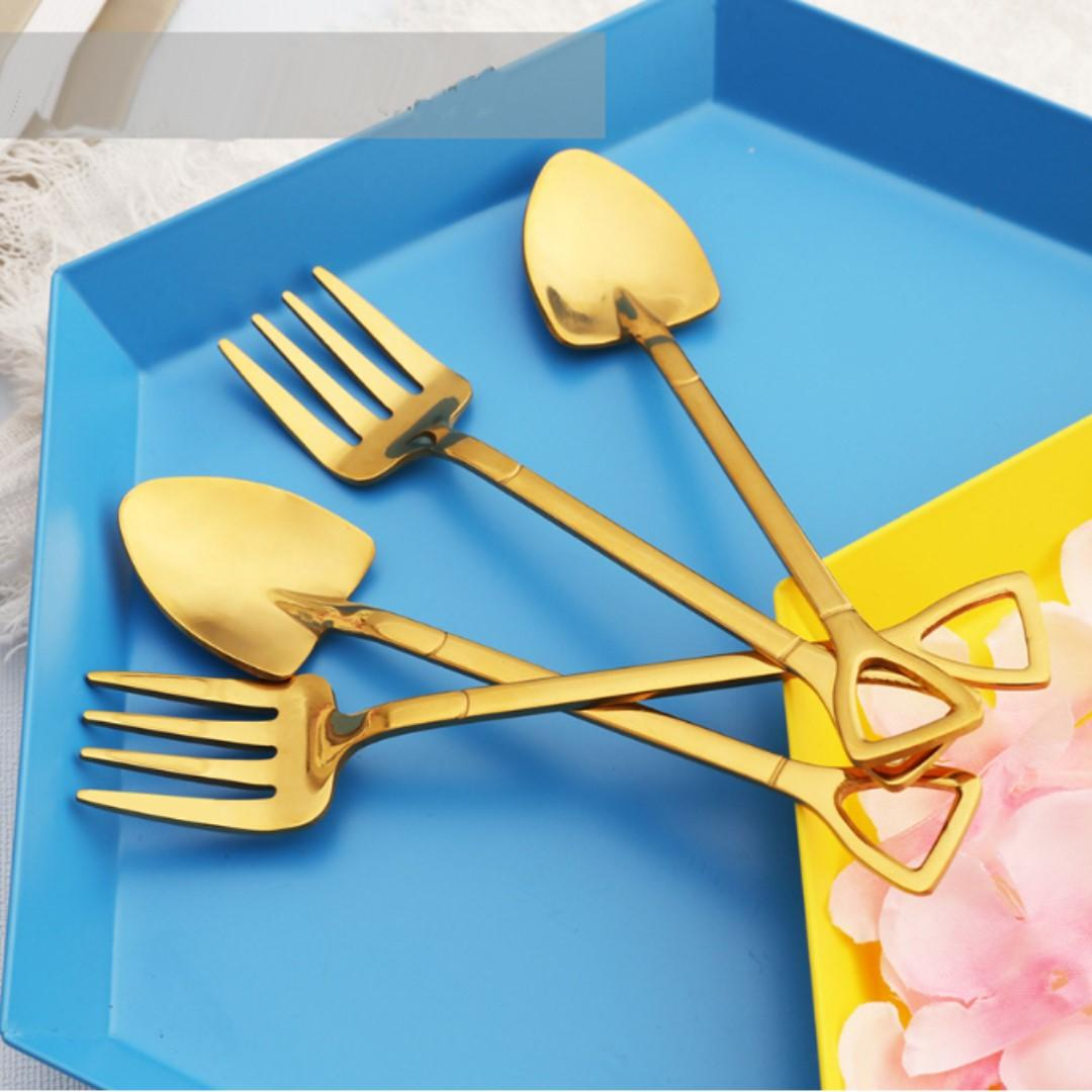 Gift Set (4pcs/set) Stainless Steel Dessert Cake Fruit Tableware, Sapper Dig  Spoon and fork with Shovel Handle, Coffee Latte Tea Ice Cream Sundae Dessert Tableware, Mini Dessert Spoon and fork set