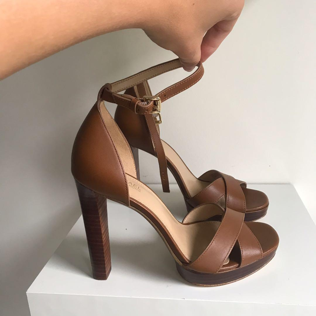$265 Michael kors brown leather sandals size 6 / 36