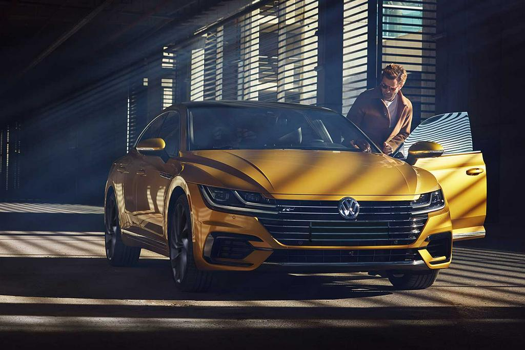 "Volkswagen Arteon R-Line 2.0 TSI (DSG) - 19"" wheels"