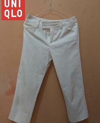 Uniqlo celana putih