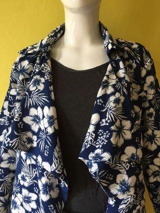 Thrift navy floral outer  #HBDCAROUSELL #LalamoveCarousell