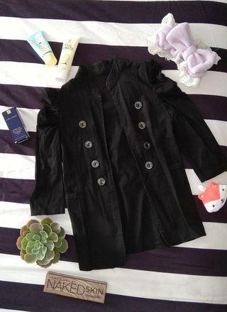 Outwear hitam (seperti jas)