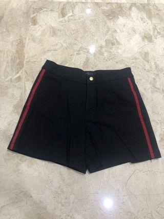 Space lined short pants