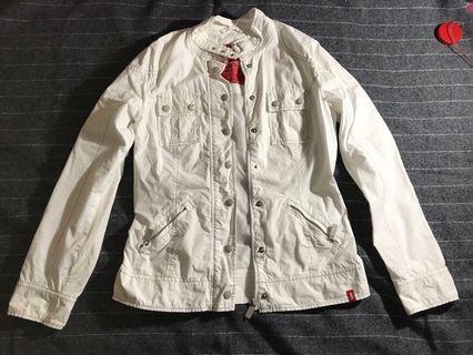 Jacket putih