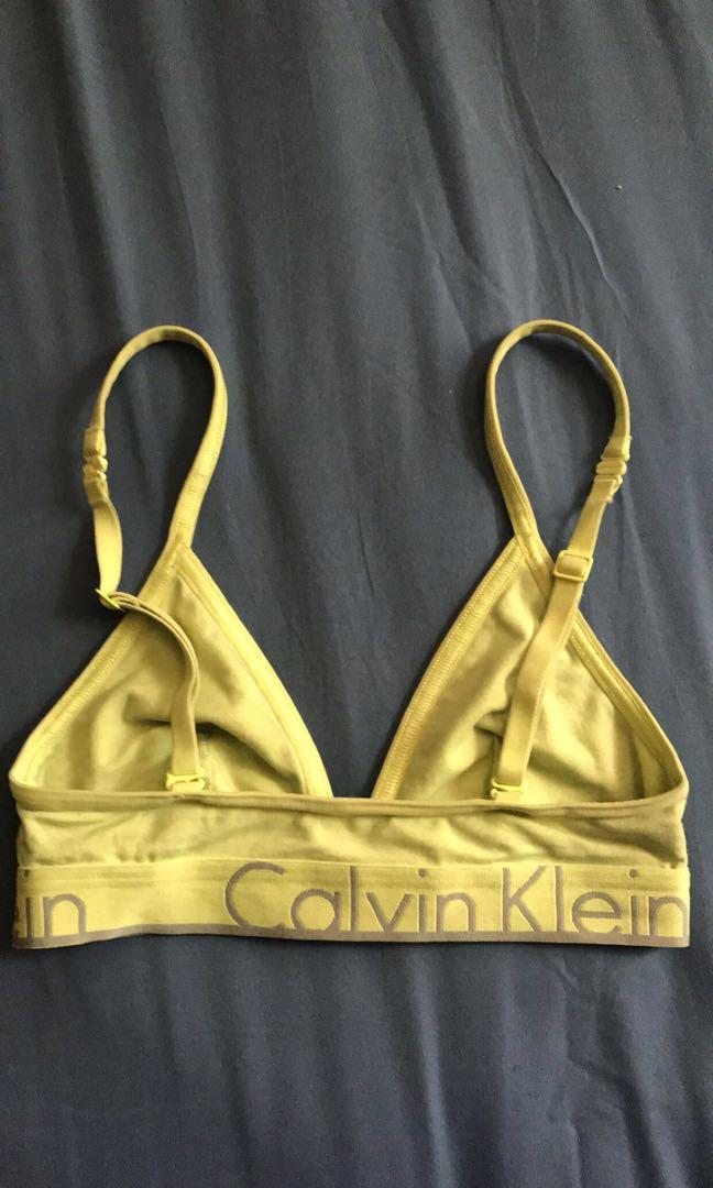 Calvin Klein bralette in size xs but can as well fit in a small