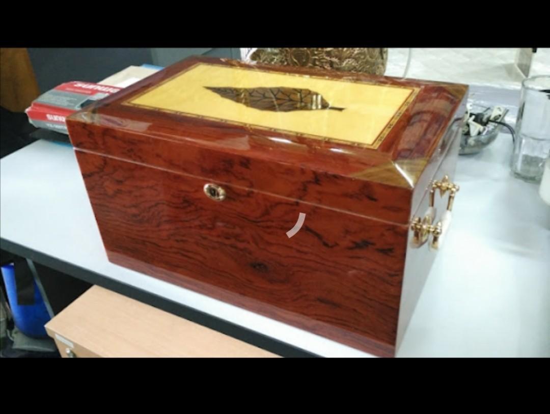Cedar Wood humidor box for cigar