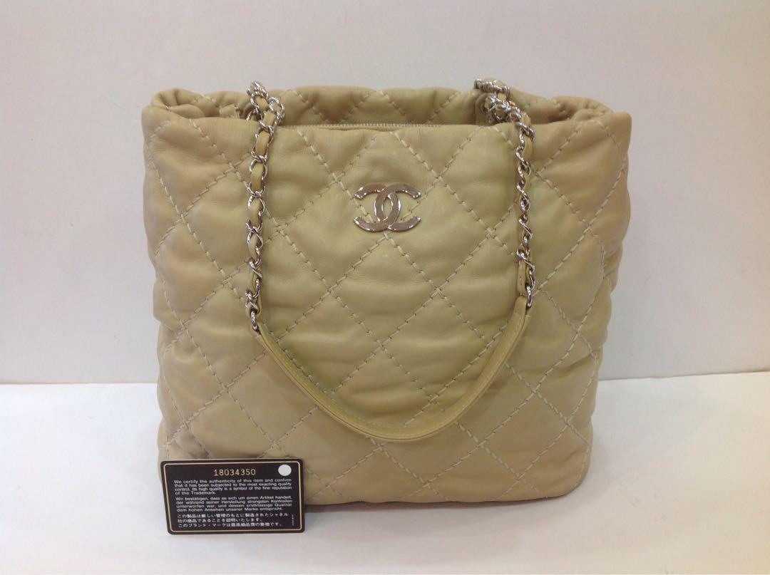 CHANEL BEIGE QUILTED LEATHER HAMPTON TOTE