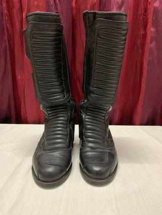 BOOT - preloved (suitable for lady)