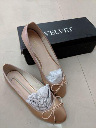 玫瑰金平底包鞋