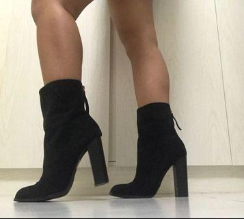 🥰 black ankle boots