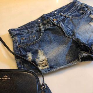 小刷破水洗藍刷色短褲🎈