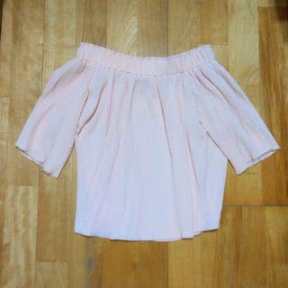 櫻花粉色百折氣質露肩一字領上衣