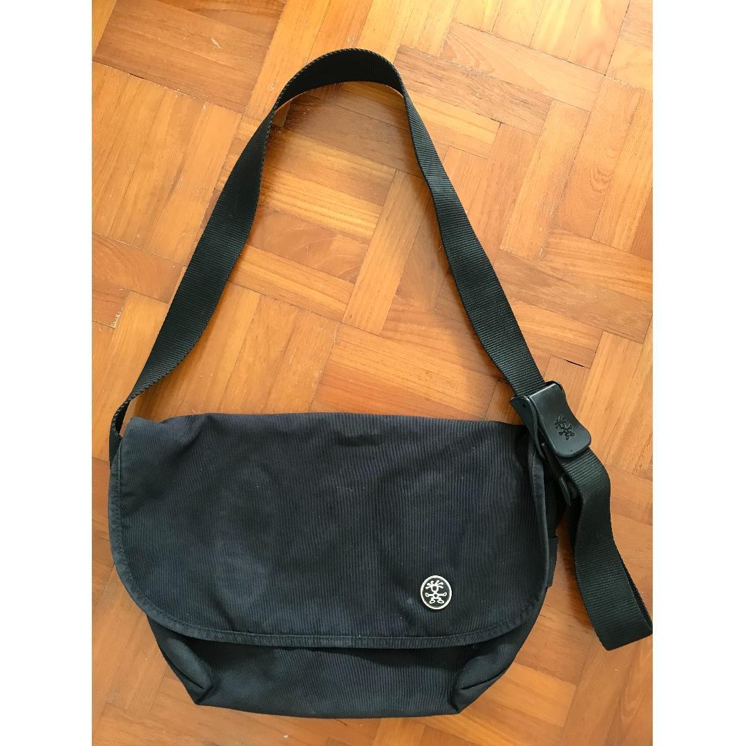 CRUMPLE Messenger Bag