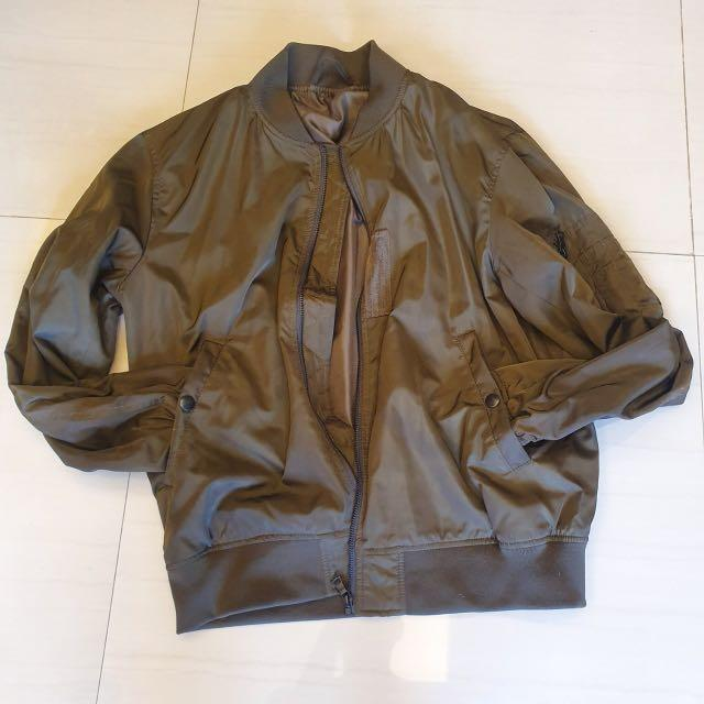 UNIQLO 深墨綠飛行外套 #五折出清男裝