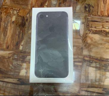 Brand new 5 days old iphone 7 32gb. 1 year apple warranty.