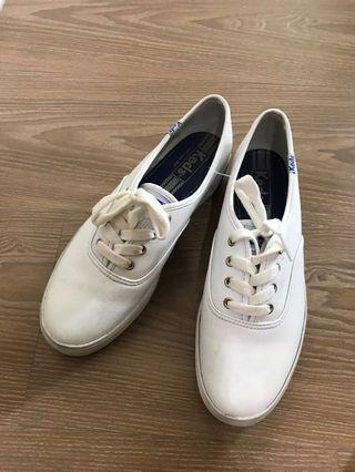 Keds皮質小白鞋