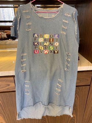 牛仔英文字母洋裝