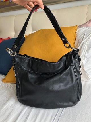 Black coach shoulder bag full leather