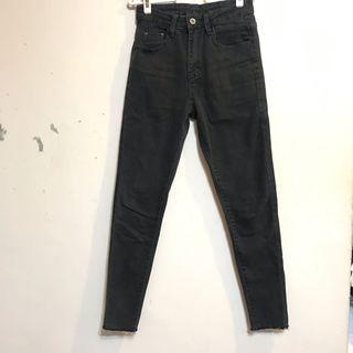 全新鐵灰窄管牛仔褲