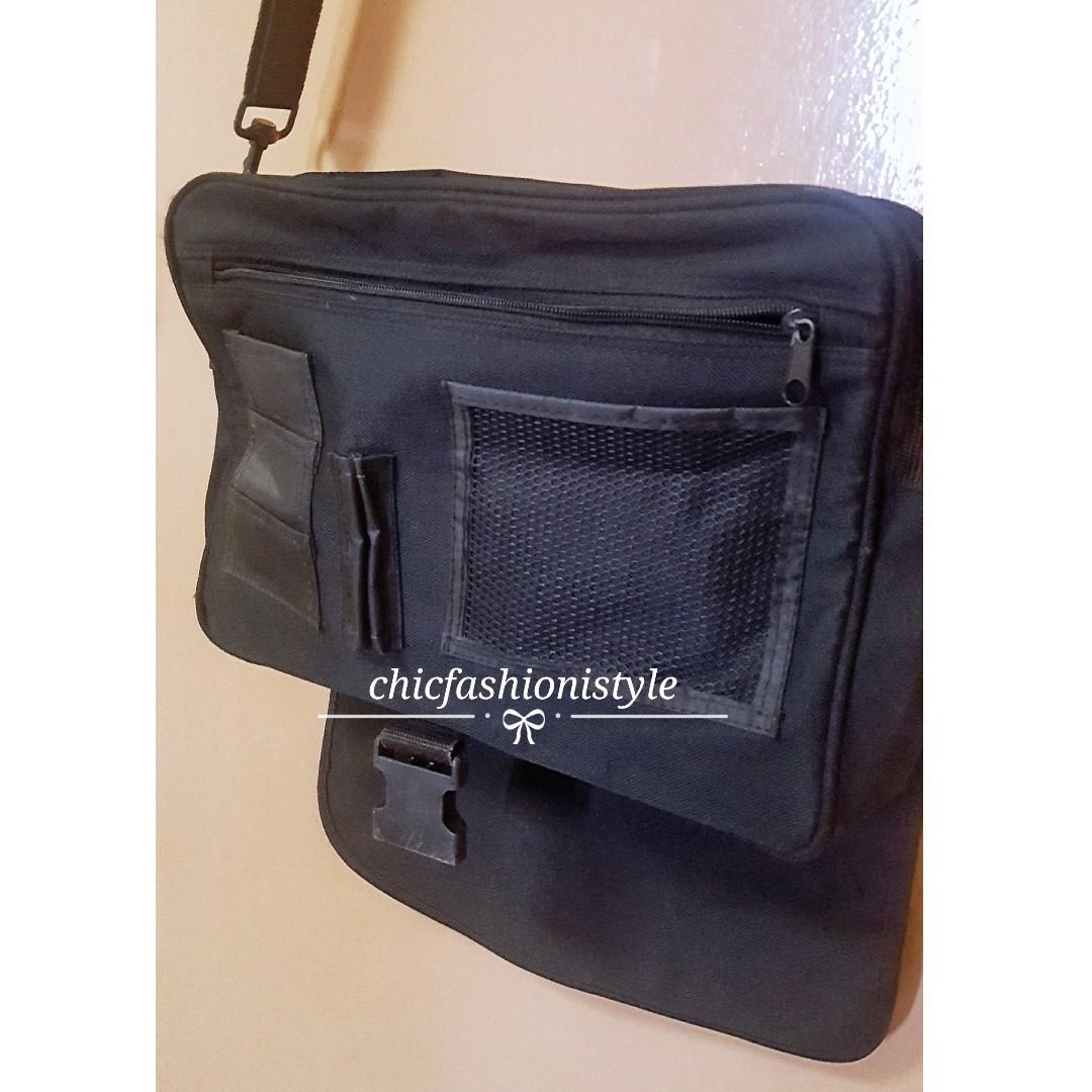 BLACK SLING MESSENGER BAG
