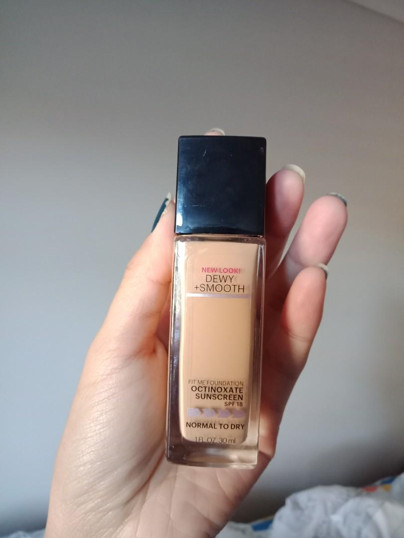 Maybelline Fit Me liquid foundation in Sandy Beige 210