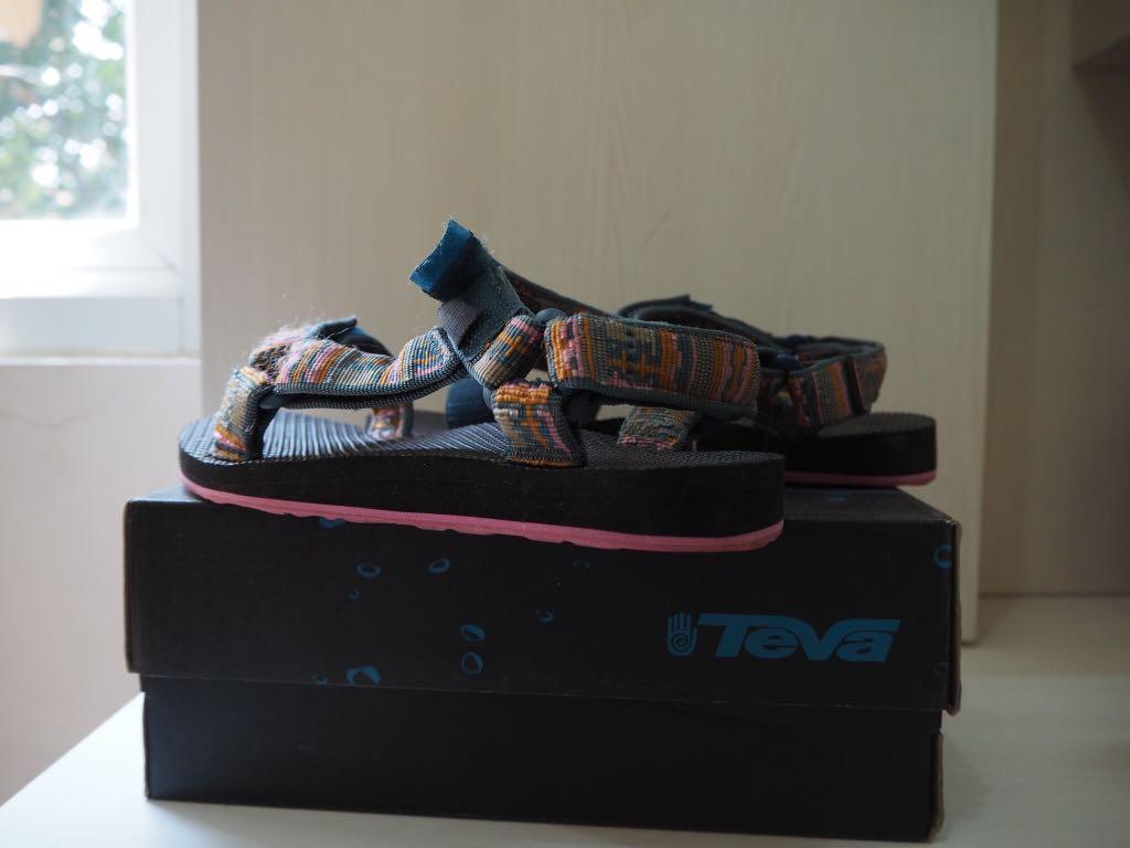 TEVA Women's Sandals (Sandal Gunung) sendal