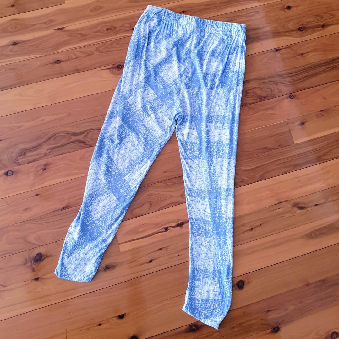 Women's size 8 'SEED HERITAGE' Gorgeous blue and white relaxed fit pants