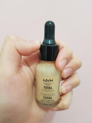 NYX total control total drop foundation 13 mL - True Beige