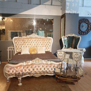 Parisan Pursuit Bedroom Set