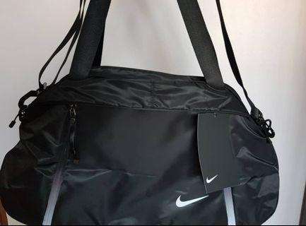 Nike auralux solid club training