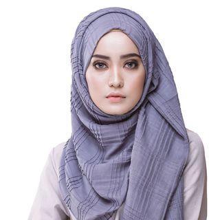 RM15 💯Lily petuna brick shawl