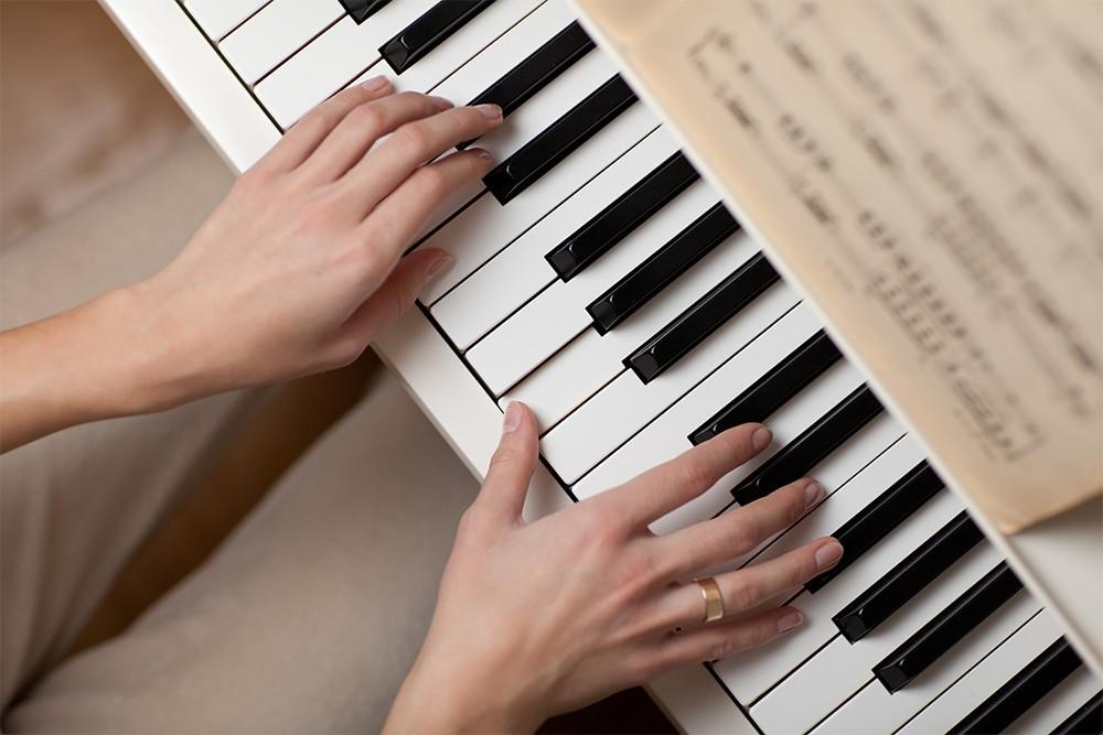 Easy to learn Piano Lessons for all ages! For beginners to advance level