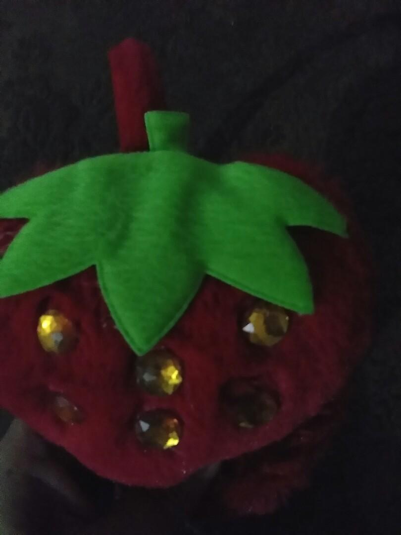 Penutup Telinga strawberry