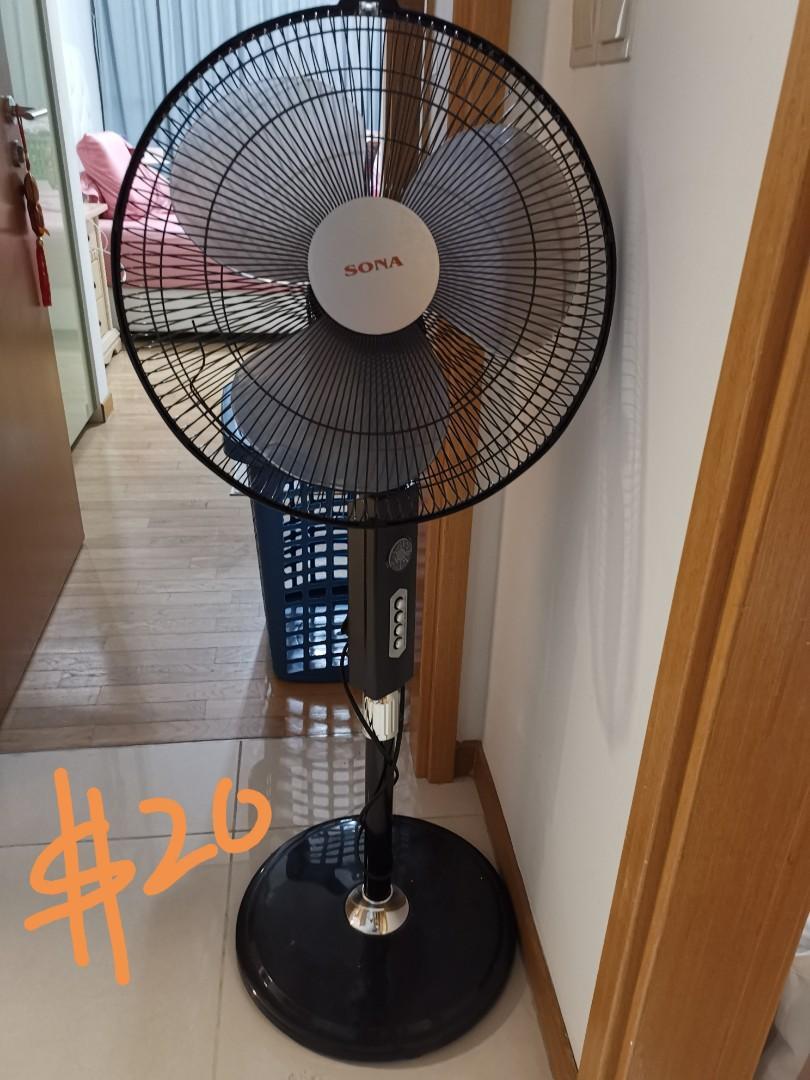 Standing Fan w remote