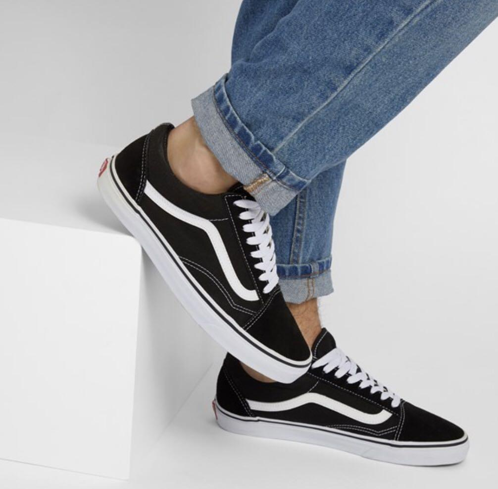 Vans Old Skool- Black and White (Size 6.5- Women's, 5.0 Men's)