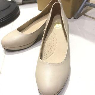 9.9成新 膚色  裸色 跟鞋