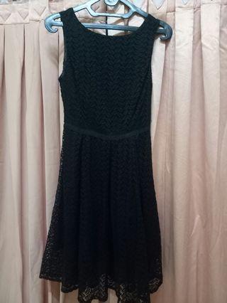 Black Dress Chic Simple