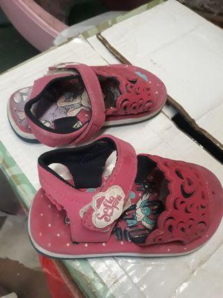 Sepatu sandal sofia